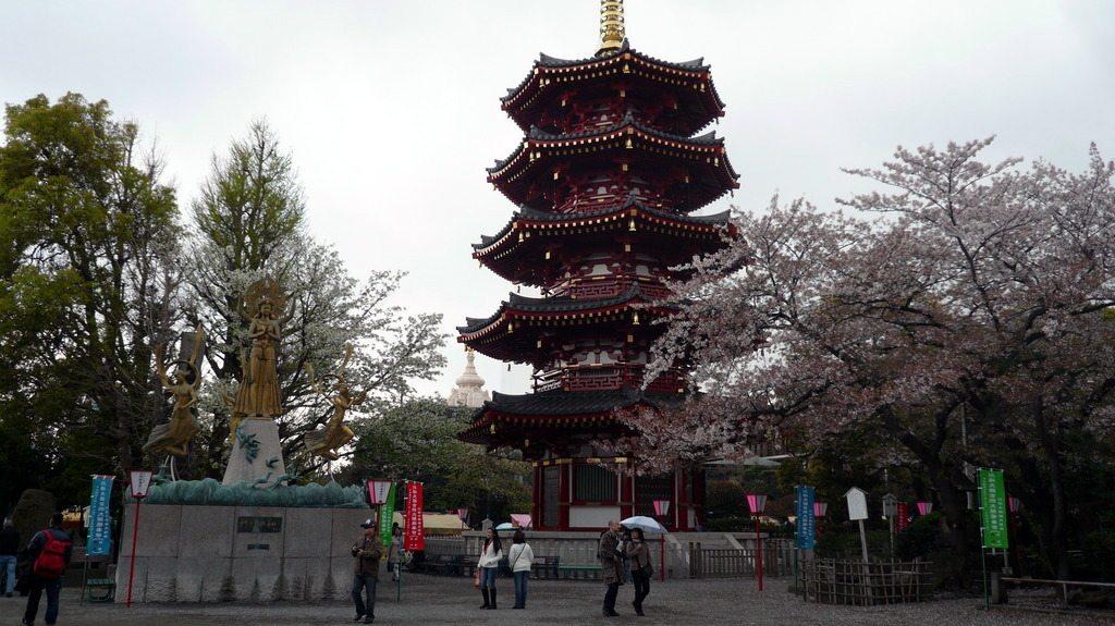 À gauche lorsque vous rentrez, la pagode