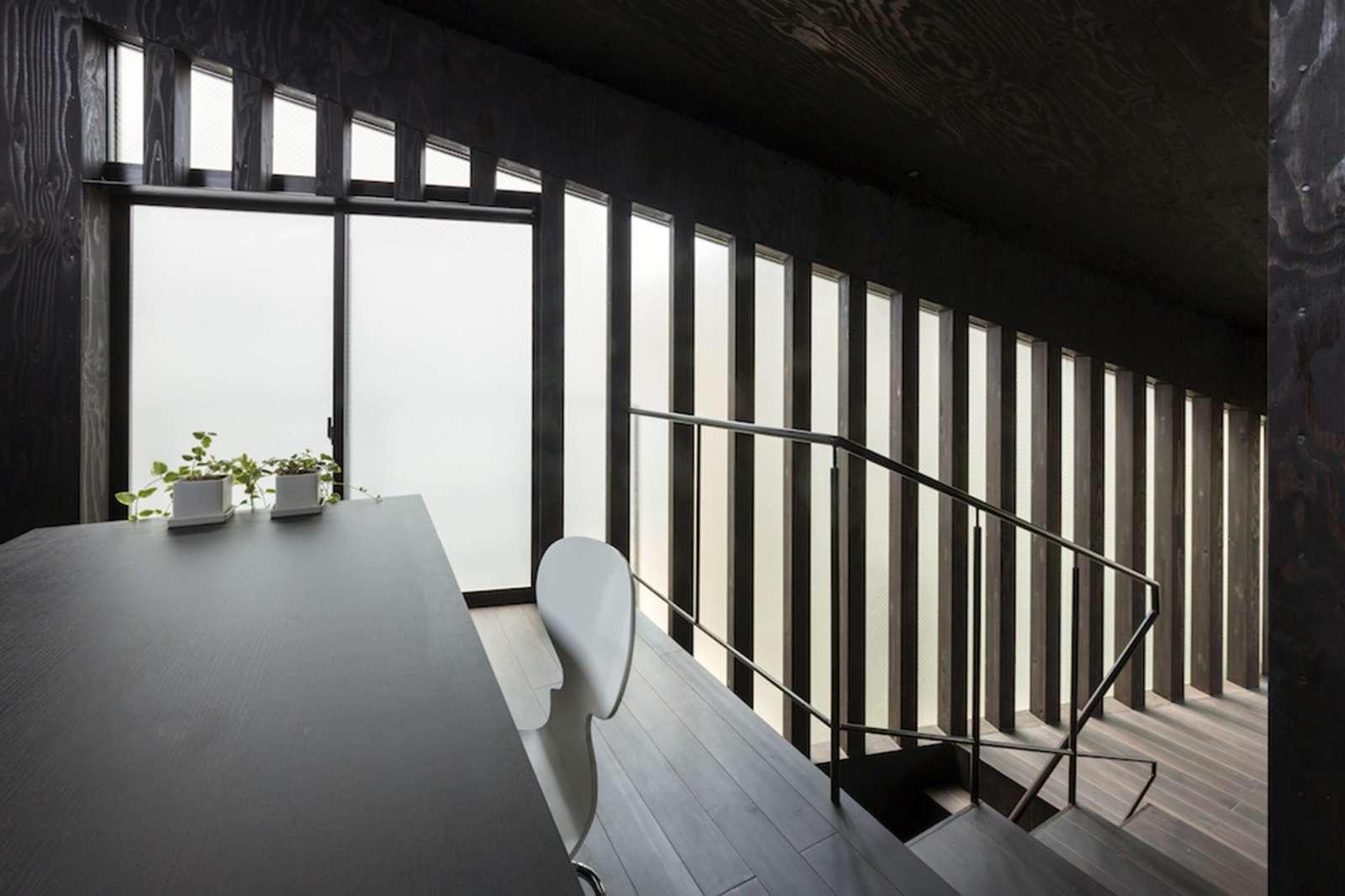 La maison par makiko tsukada yokohama dozodomo for Japanische architektur holz