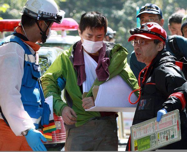4495669_6_65b1_an-injured-climber-center-is-helped-by-a_1eb1fd1d9f6c6f06d9f7537c0161701d
