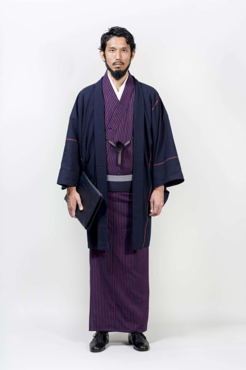 un magasin de tokyo remet le kimono pour hommes la mode. Black Bedroom Furniture Sets. Home Design Ideas