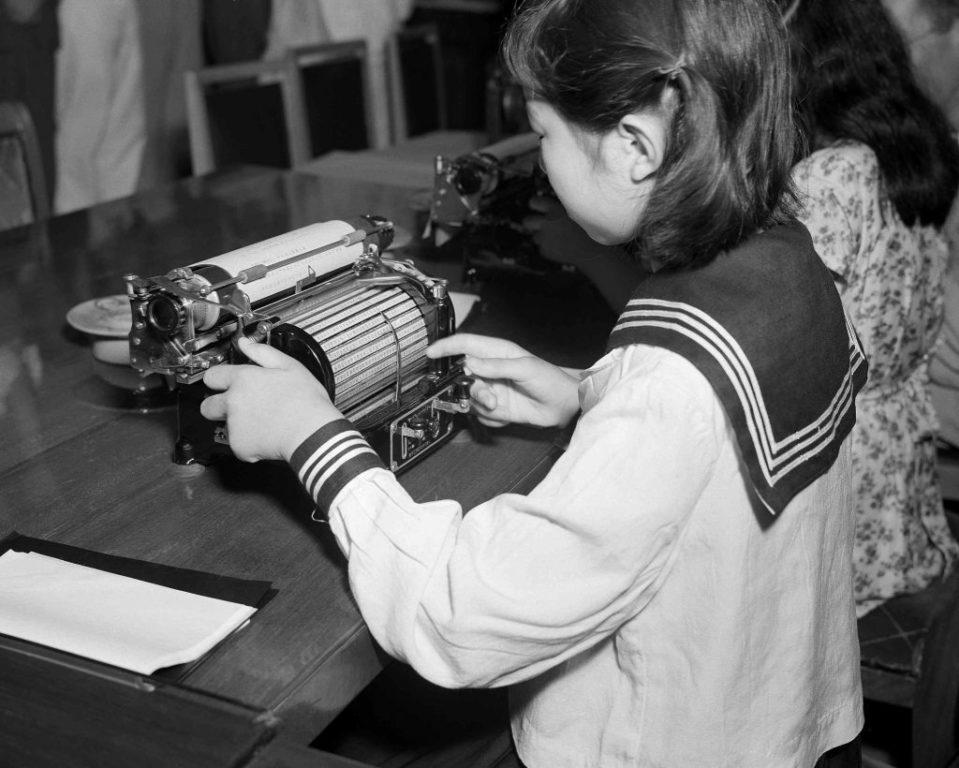 A-new-Japanese-typewriter-invented-by-Kotaro-Kataoka-1024x820