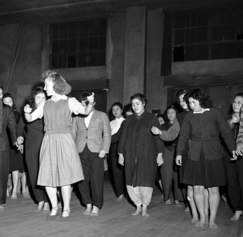 Barbara-McBride-teaches-Russian-style-Korobotchka-dance-1024x999