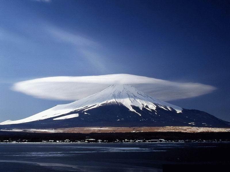 Cloud_over_a_mountain