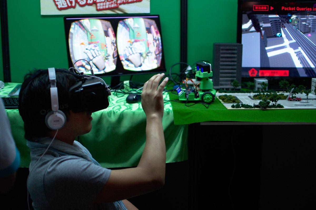 """Un studio japonais, Pocket Queries, utilisait un petit robot couplé à la réalité virtuelle : la """"mixed reality"""". Pas très au point, on attend néanmoins la suite avec impatience !"""