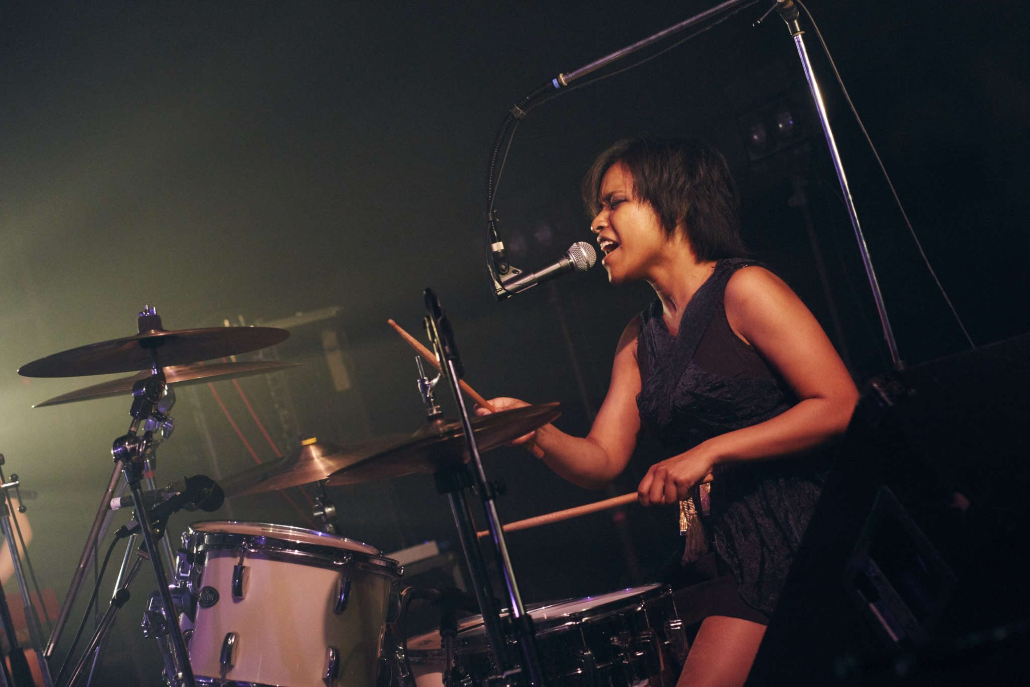 À la batterie, - Photographe : Nakano Shuuya (中野修也)
