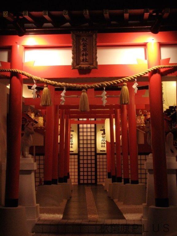 temple figurines Akihabara_11