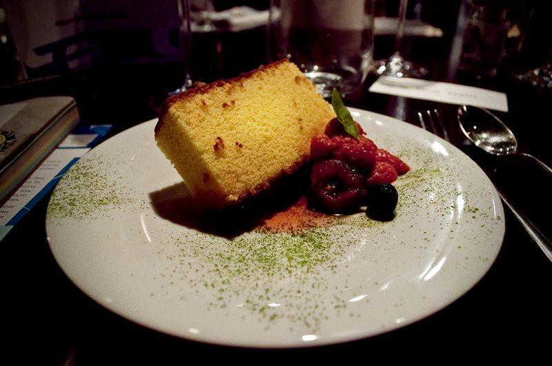 Le Castella (gâteau éponge), le gâteau le plus populaire au Japon, importé par les portugais au XVIème siècle. Son grand frère portugais le plus proche est le Pão de Ló.