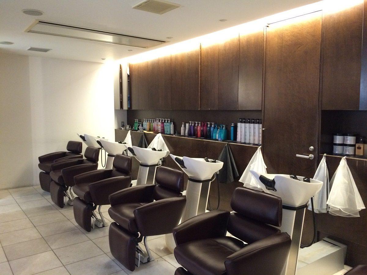 Suivez dozodomo chez un coiffeur de luxe de tokyo dozodomo - Salon de coiffure de luxe ...
