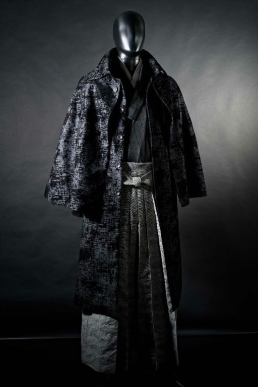une marque de kyoto modernise le kimono masculin pour cet. Black Bedroom Furniture Sets. Home Design Ideas