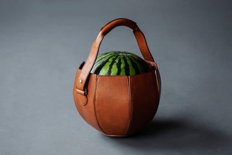 Tsuchiya Kaban fabrique un sac de luxe en cuir pour transporter sa pastèque